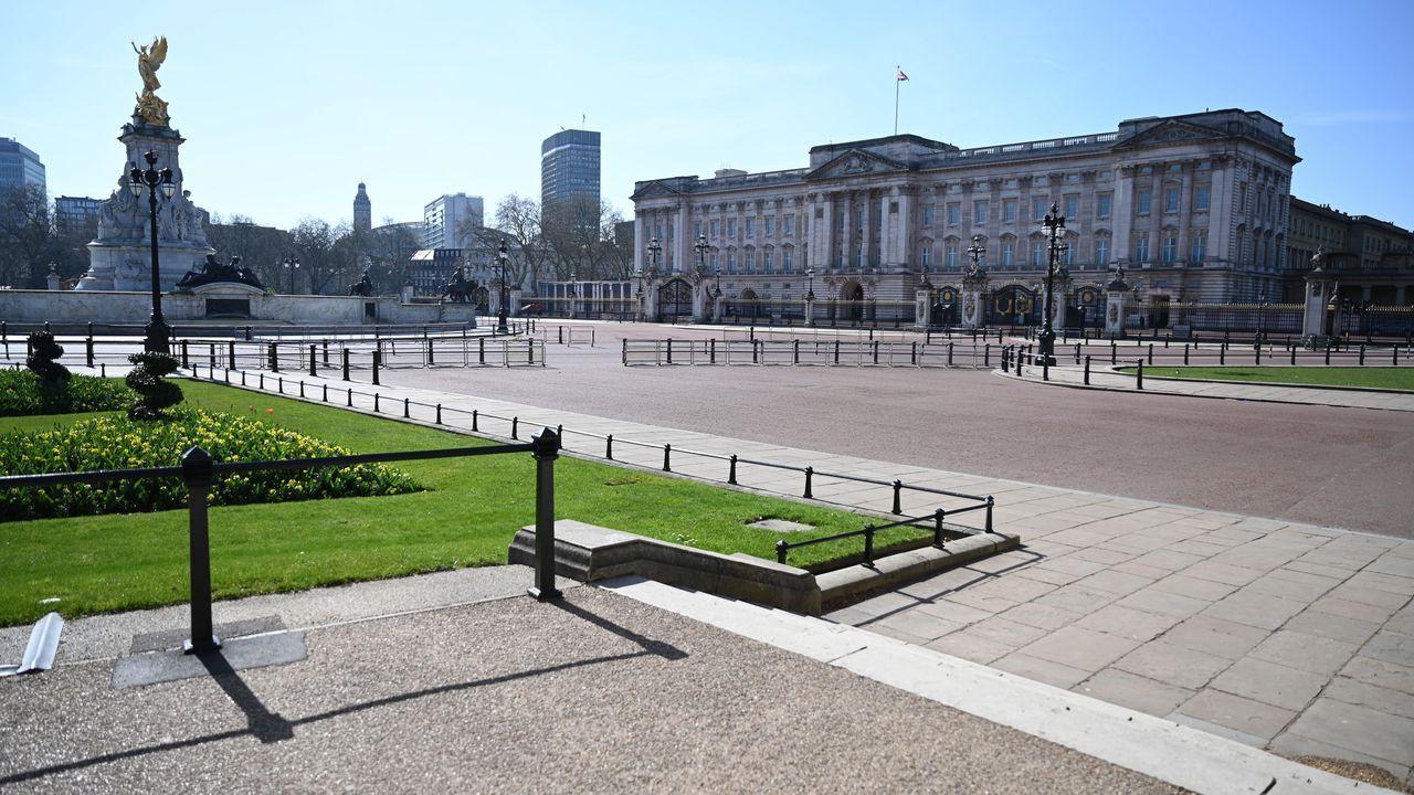 Los alrededores del Palacio de Buckingham, completamente vacíos.