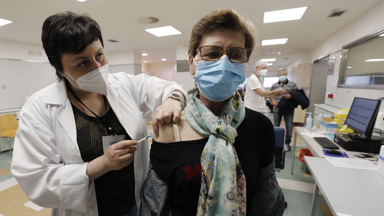 El Sergas ha citado a 586 mariñanos, de entre 70 y 79 años, para ser vacunados frente al covid este domingo en el Hospital Público da Mariña, en Burela