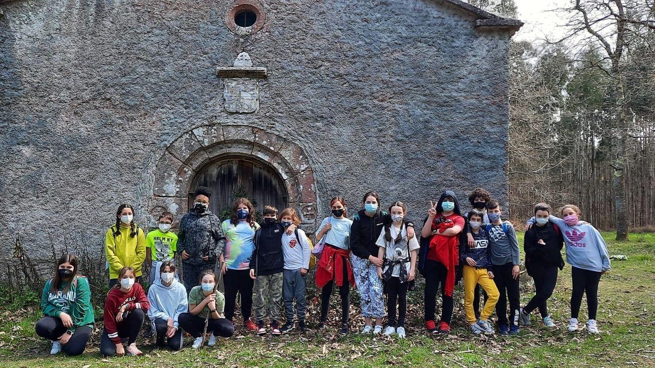Algunos de los alumnos del CPI Atios participantes en la peregrinación a San Andrés en la Capela da Fame