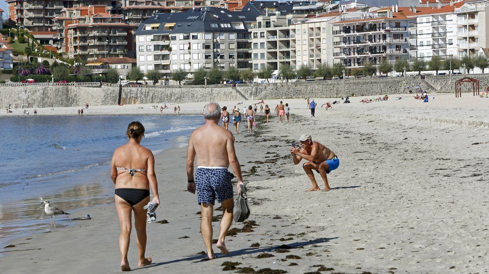 Otoño en la Costa da Morte: ¡empápate de él en imágenes!.Los bañistas aprovecharon la playa hasta el último día de septiembre