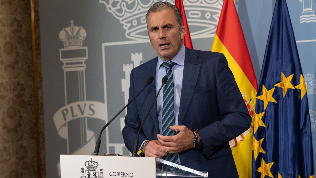 Protesta en la plaza de Colón contra los indultos a los líderes del «procés».El secretario general de Vox, Javier Ortega Smith, hoy en la Delegación del Gobierno en Madrid.