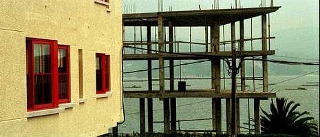 La estructura que se demolerá en A Piolla fue construida con la pretensión de convertirse en un edificio de viviendas.