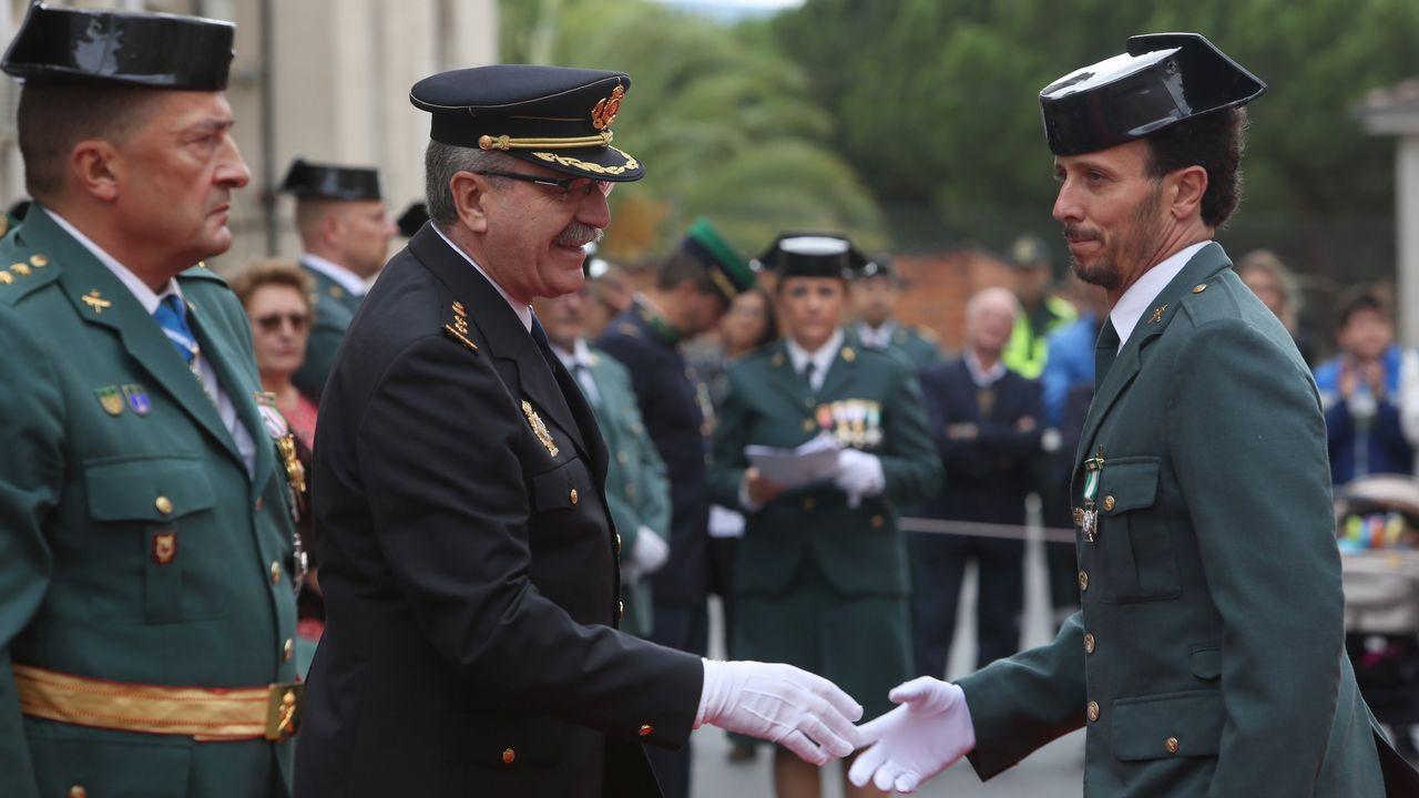 ACTO INSTITUCIONAL CASTRENSE DEL DÍA DEL PILAR.La Guardia Civil entregó las cruces de distintivo blanco, como la recibida por Aser Moreiro