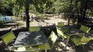 Terraza de la cafetería del cámping de Esperante do Courel, en una imagen de archivo