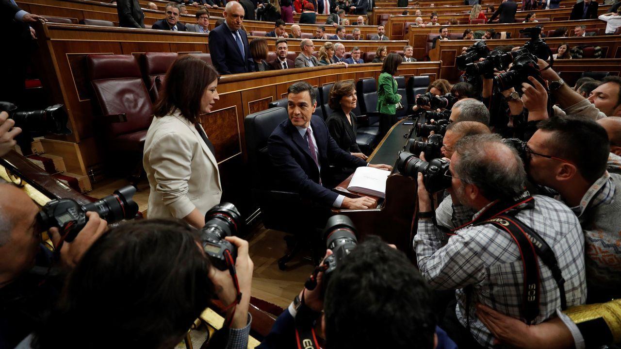 Pedro Sánchez y Adriana Lastra, poco antes del comienzo de la sesión de investidura.