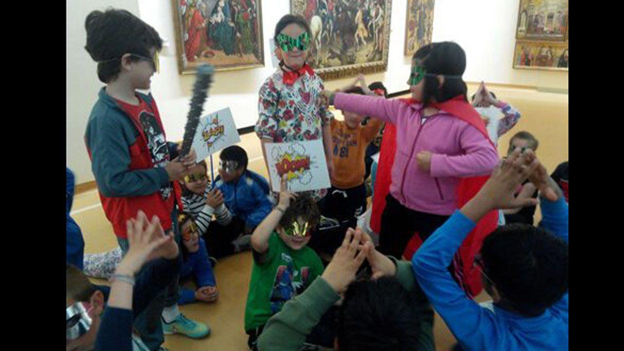 Alumnos asturianos en una de las actividades en torno a los héroes que organiza el Museo de Bellas Artes de Asturias.