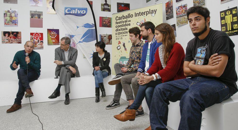 Regueira, Ferrero, Méndez, Daura y Navarro (Venga Monjas) y Segura y Sáinz (Malviviendo), durante el acto inaugural de ayer.