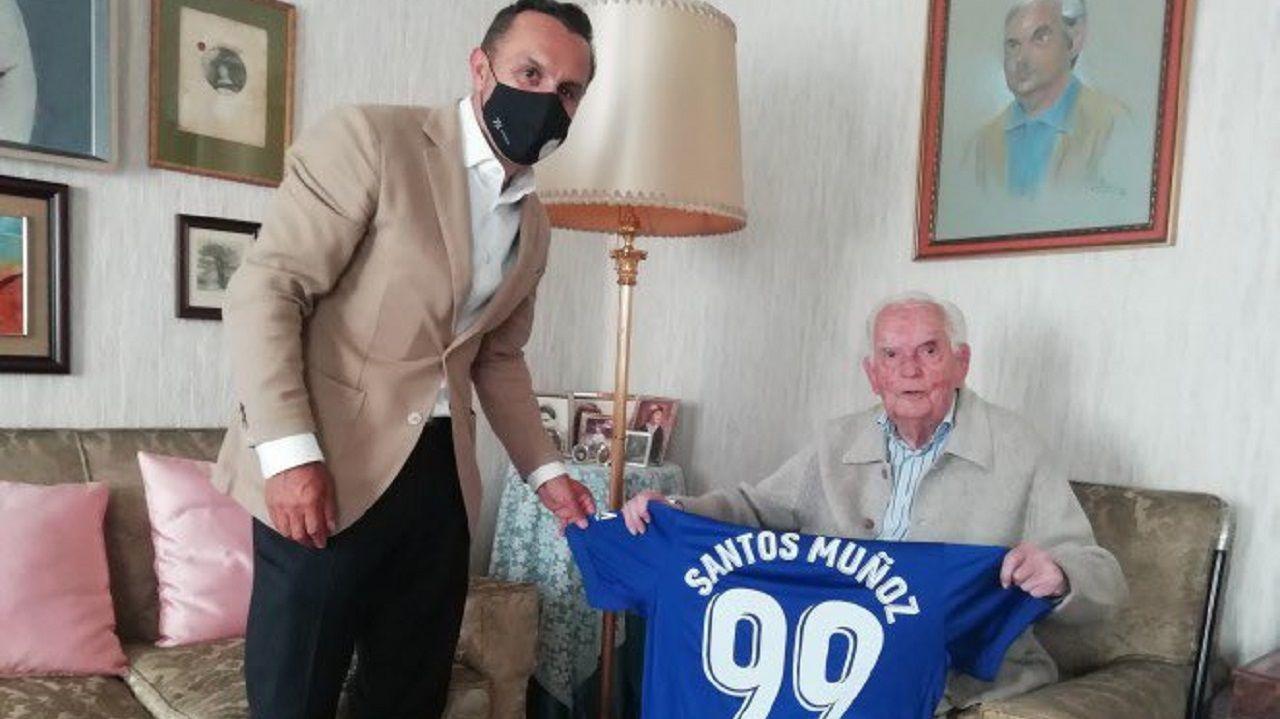 Santos Muñoz, a la derecha, junto a Fernando Corral, consejero del Oviedo