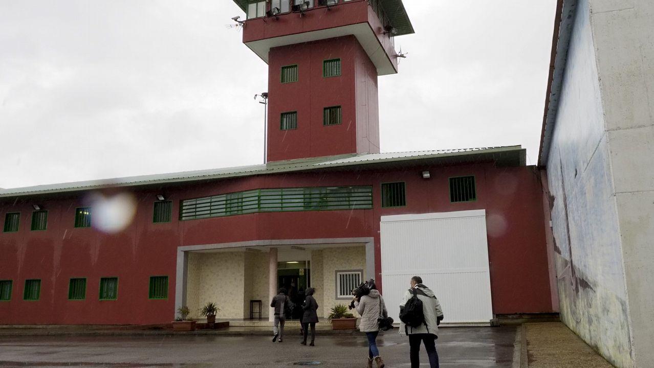 Manifestación de los funcionarios de prisiones a las puertas de Teixeiro.Cárcel de Teixeiro