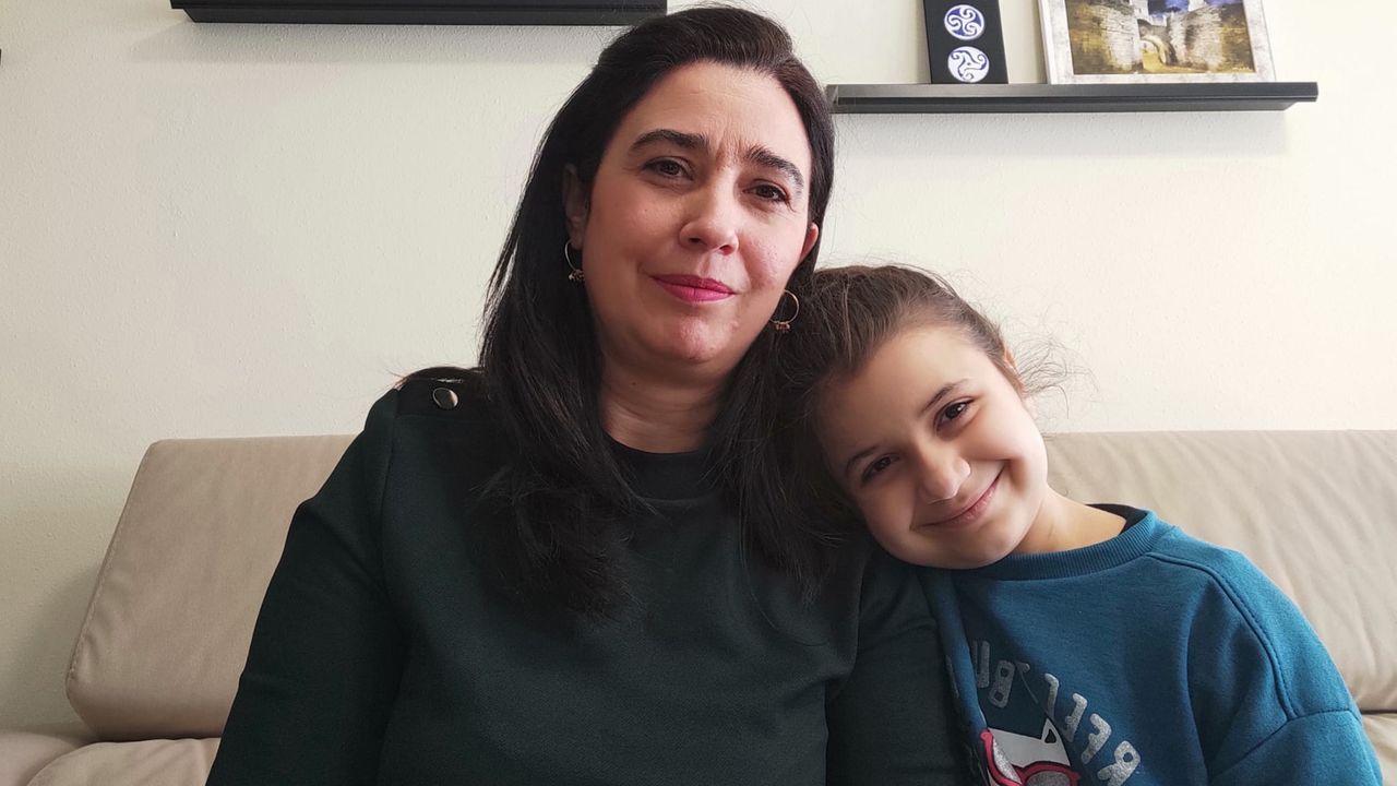 La administración masiva de la vacuna en Lugo en imágenes.Carla con su madre, Maite, en su casa de Lugo