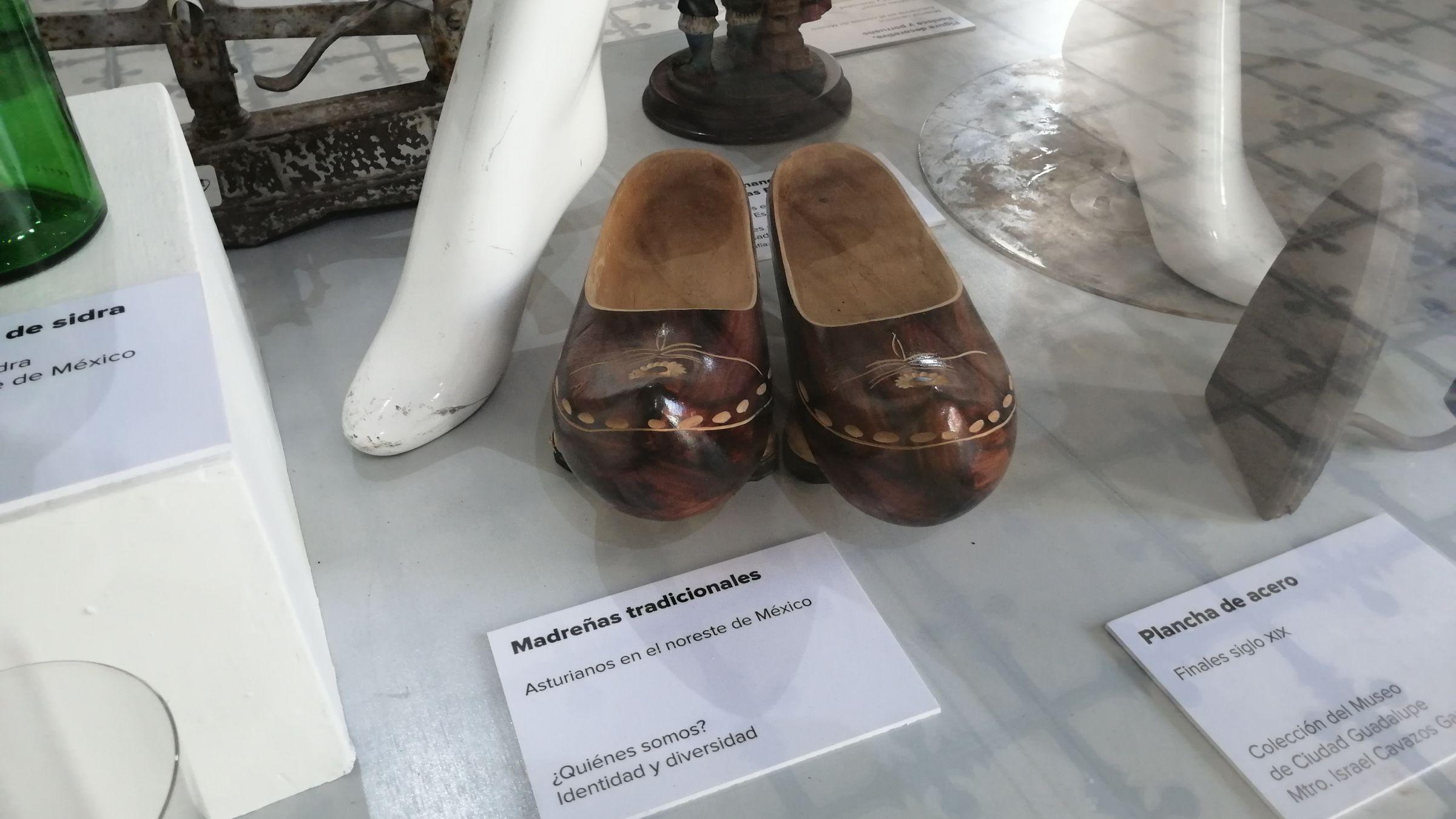 Madreñas asturianas