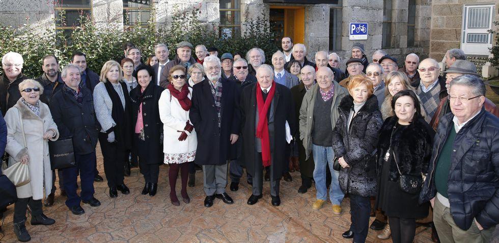 Xesús Alonso Montero recibiu o título de socio de honra do Instituto de Estudios Carballiñeses na casa da cultura da vila.