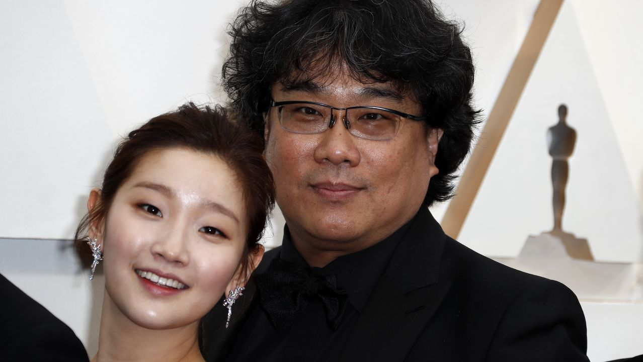 Park So-dam y Bong Joon-ho, director de Parásitos