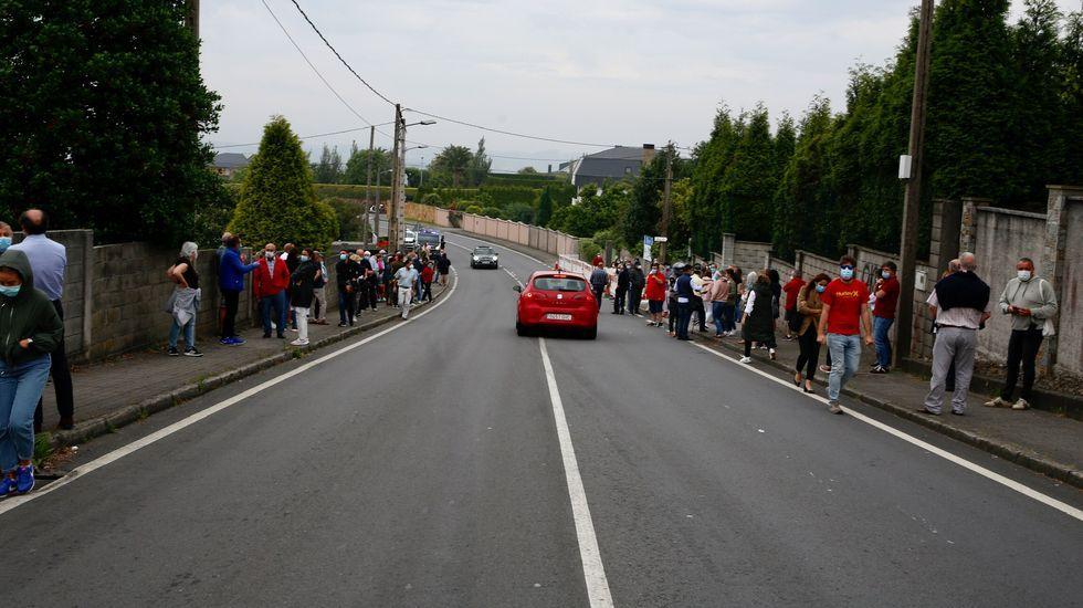 El pasado lunes los vecinos de A Zapateira se manifestaron por la presencia de okupas en un par de viviendas de la zona