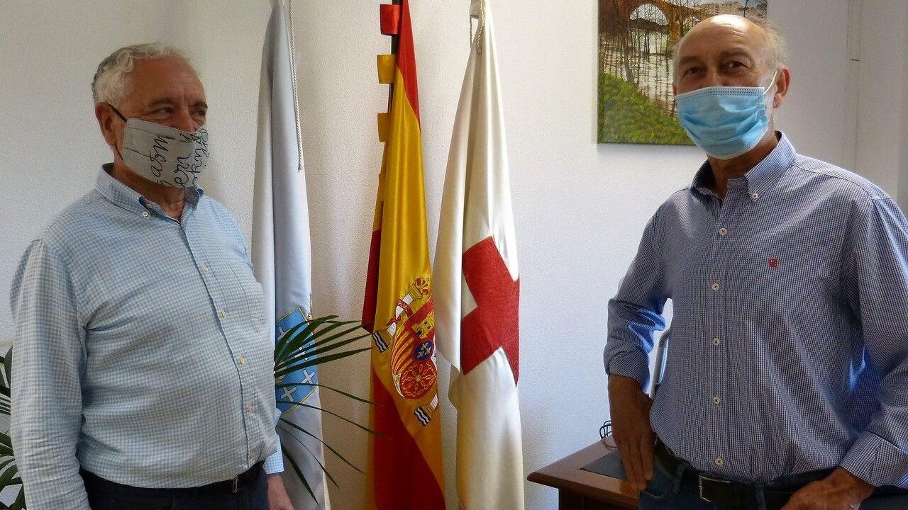 A la izquierda, Francisco Nóvoa, de Academia Postal; junto a Felipe Ferreiro, de Cruz Roja Ourense, a la derecha