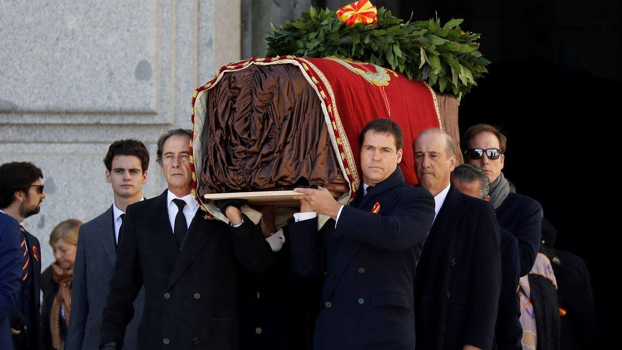 En primer término: (a la izquierda), José Cristóbal Martínez-Bordiú (a la derecha) Luis Alfonso de Borbón, Francis Franco (detrás) y Cristóbal Martínez-Bordiú (detrás)