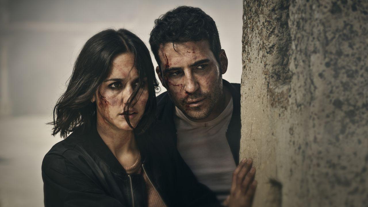Los Emmy nos dejan lo mejor de la televisión.Megan Montaner y Miguel Ángel Silvestre en «30 monedas».