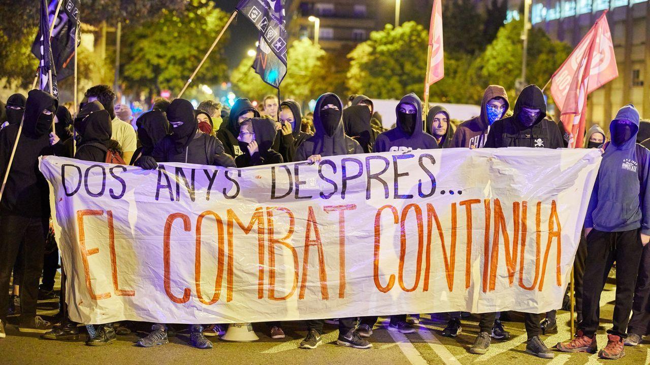 Represalia de los que se dicen democráticos. Activistas de Tsunami Democràtic ocuparon el pasado 25 de septiembre en Barcelona una oficina de Caixabank, entidad que cambió su sede social a Valencia en pleno desafío independentista en el 2017 y que desde entonces en el secesionismo está mal vista