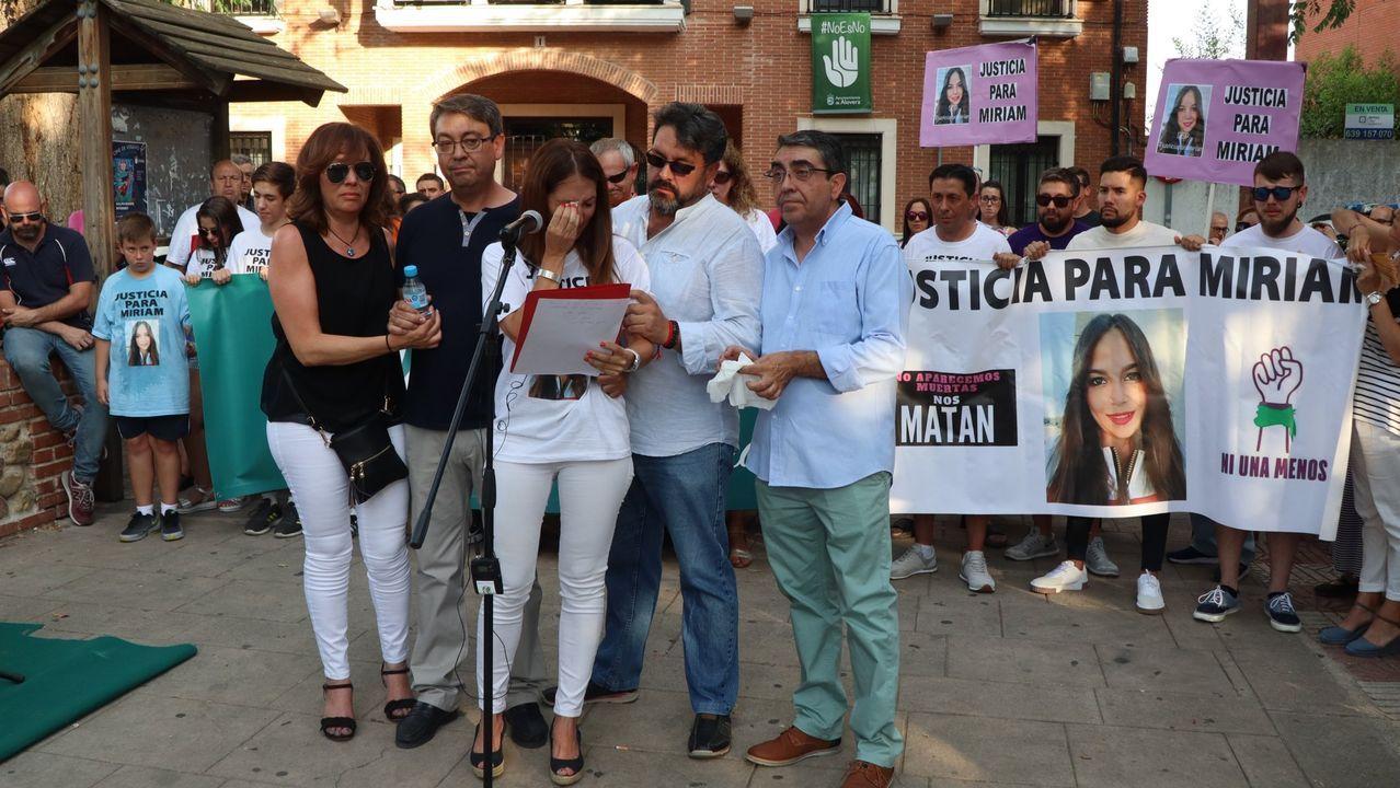 Hospital Valle del Nalón.Concentración de repulsa por el crimen de Miriam Vallejo