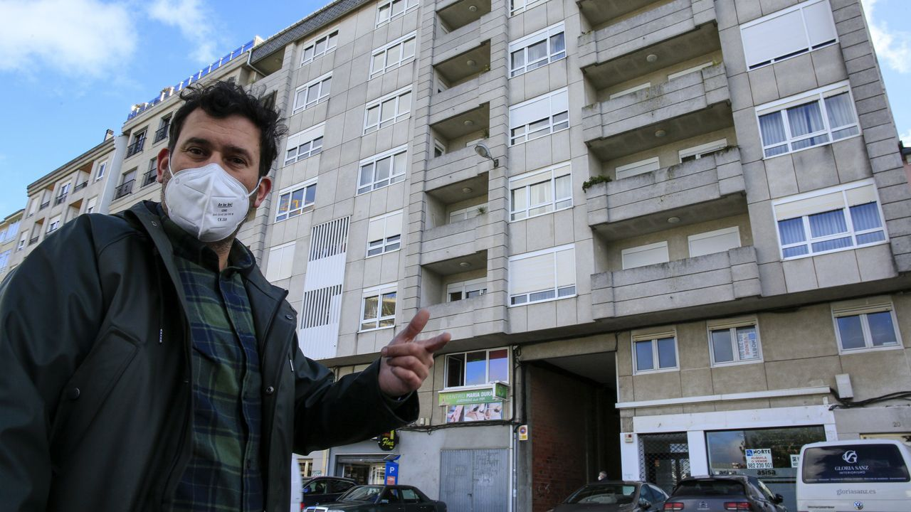 Identifican a los okupas de un edificio de A Falperra.Luis Abelleira denuncia que sus inquilinos le han amenazado tras negarse a pagarle el alquiler