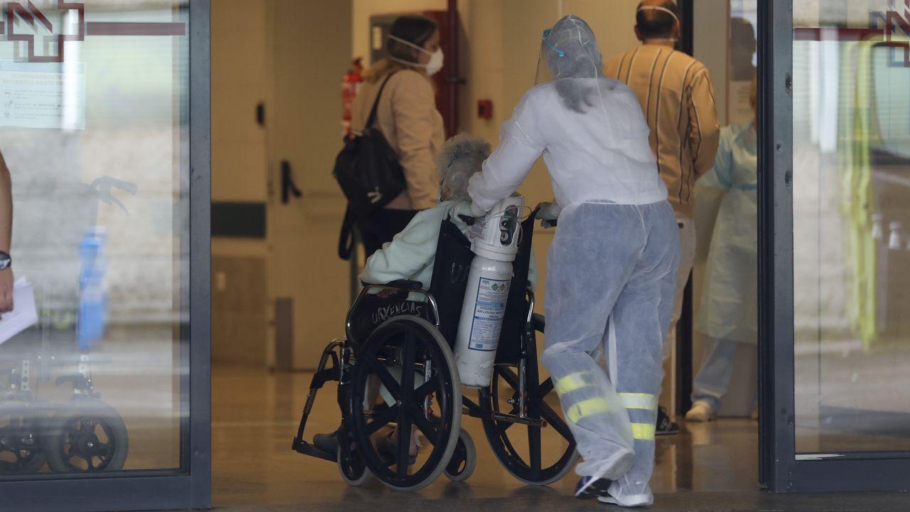 Los vecinos de Barbanza comienzan la desescalada.En el Hospital Comarcal da Barbanza, en la imagen, están ingresadas cinco personas