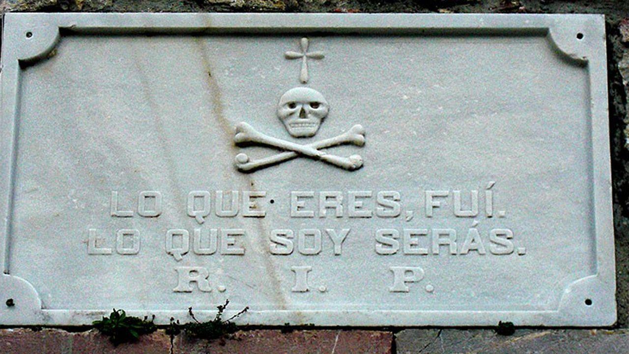 Cementerios de Asturias.Pisos del banco malo a la venta en Colombres