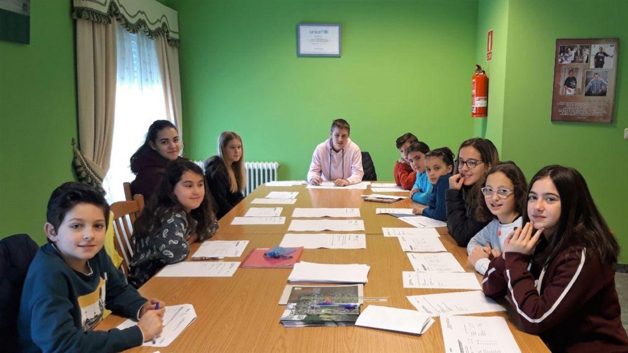 Reunión del Grupo de Participación Infantil de Moeche, en una reunión anterior a la pandemia