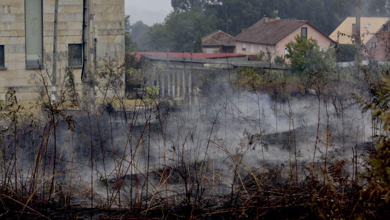 A esta distancia se quedó el fuego de las casa en Coruxo