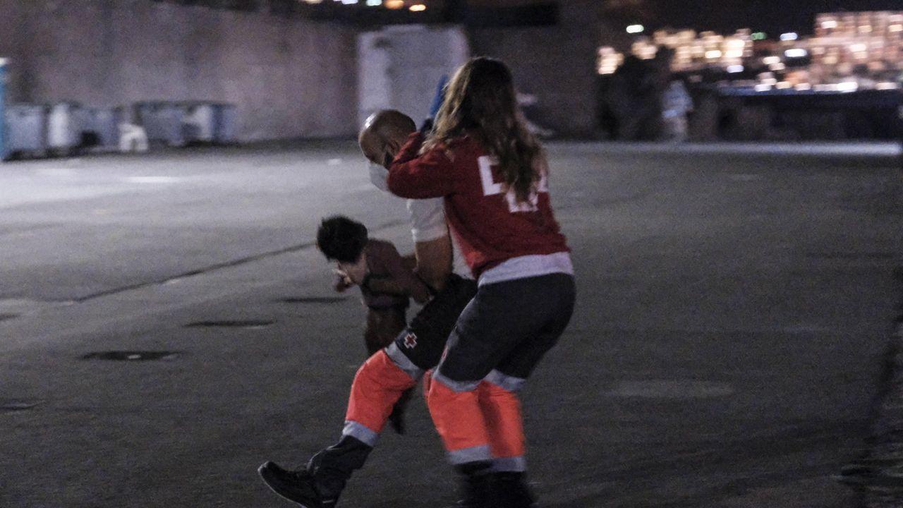 Dos voluntarios de Cruz Roja reanimaron a la pequeña Nabody cuando llegó en parada cardíaca al muelle de Arguineguín (Gran Canaria)