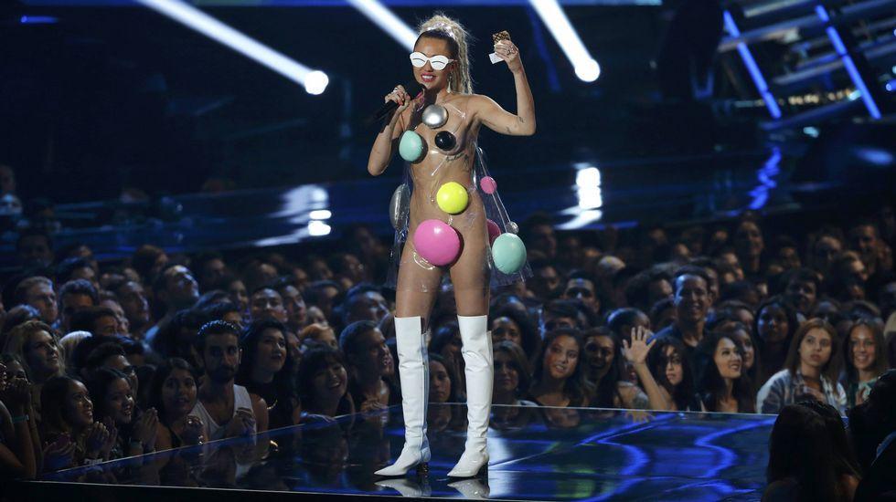 Miley Cyrus de nuevo sobre el escenario
