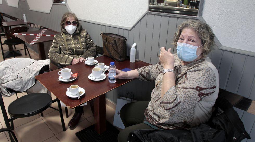 Maruja Regal y Alicia Fernández, ayer en la cafetería Mar