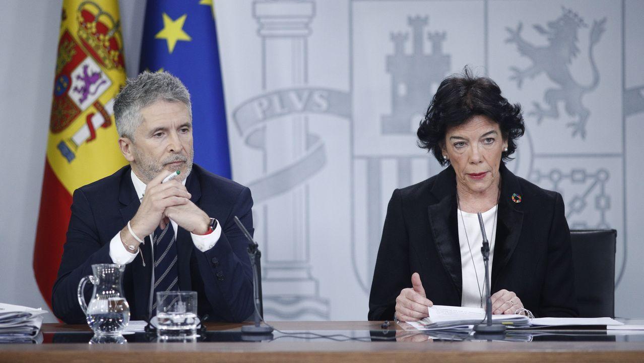El ministro de Interior, Fernando Grande-Marlaska, y la ministra de Educación y Formación Profesional y portavoz del gobierno, Isabel Celaá