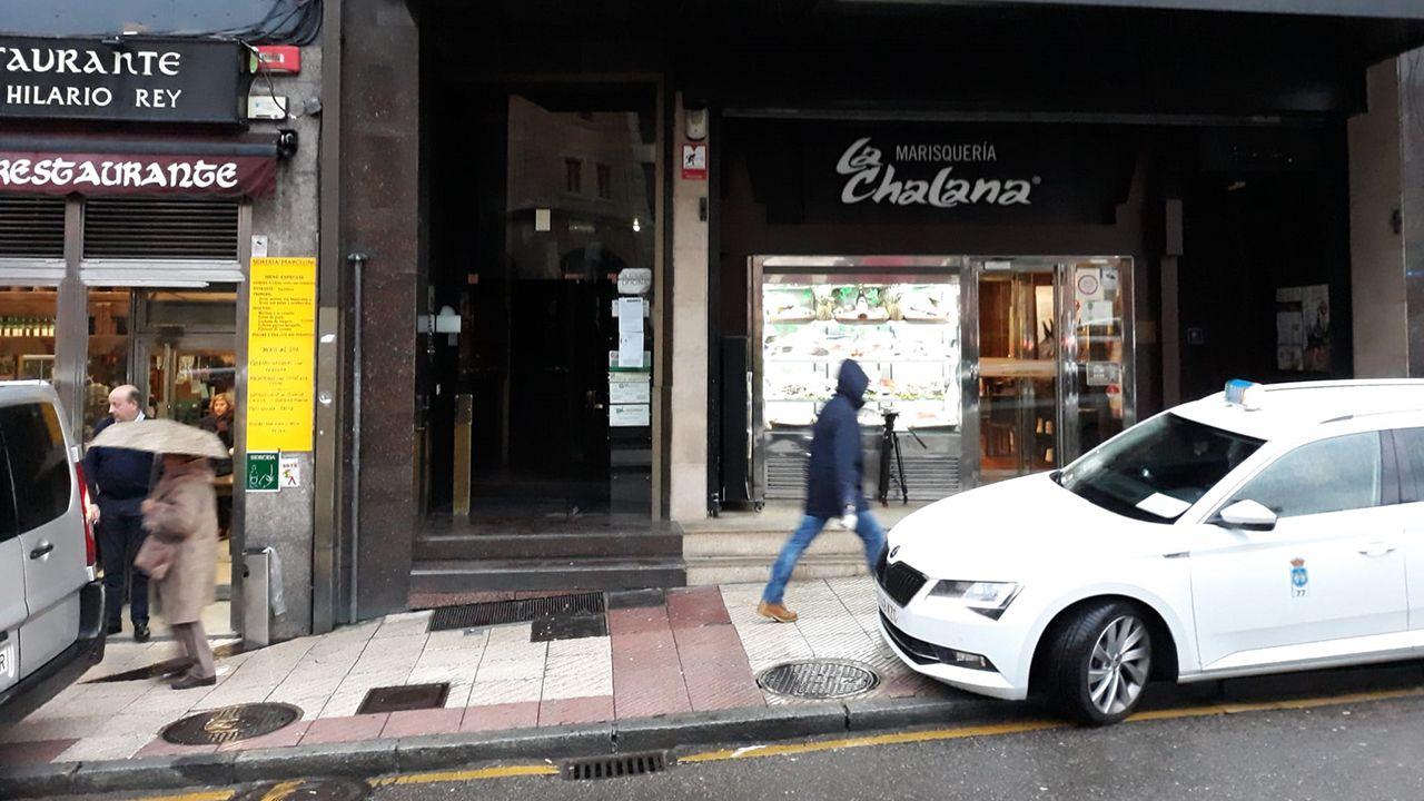 Edificio número 4 de la calle Santa Clara, en Oviedo, donde apareció el cadáver de dos personas