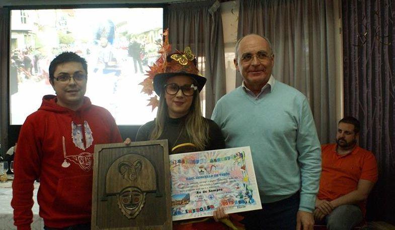 El concejal de Fiestas y el alcade entregaron los premios.