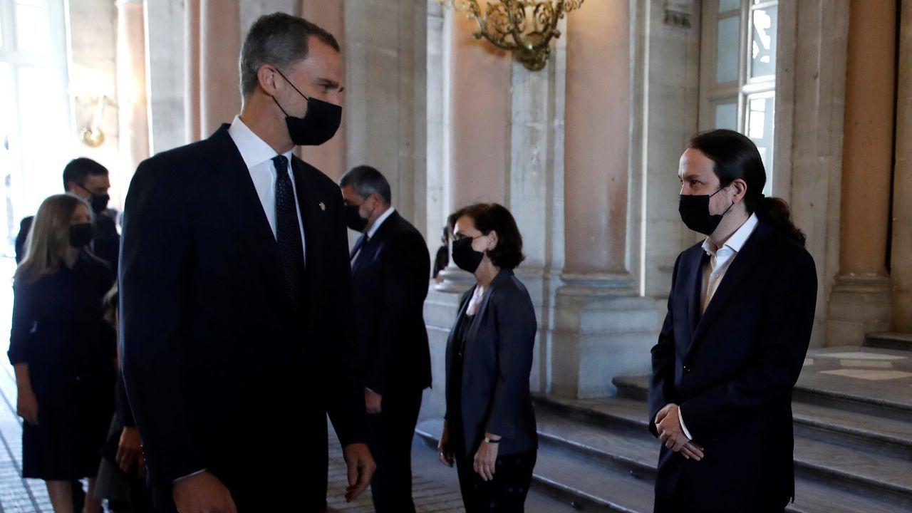 El rey saluda a Pablo Iglesias