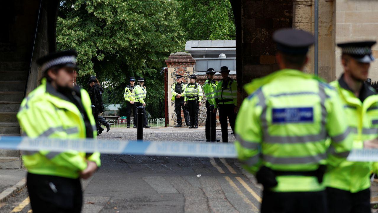 Agentes de la policía británica, esta mañana en la zona acordonada del acuchillamiento