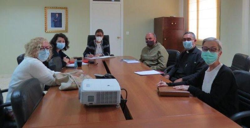 Representantes de Cáritas, Cruz Roja y O Viso se reunieron con la alcaldesa, Elvira Lama