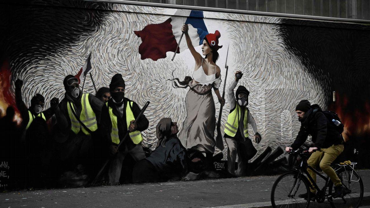 Homenaje en el pozo Funeres (Laviana).Un grafiti reinterpreta la célebre obra de Delacroix incluyendo a los chalecos amarillos