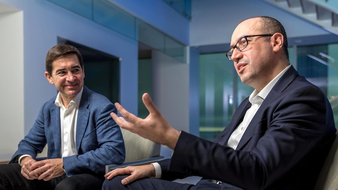 Carlos Torres, presidente del BBVA desde enero, y Onur Genç, que lo sustituirá como consejero delegado del grupo