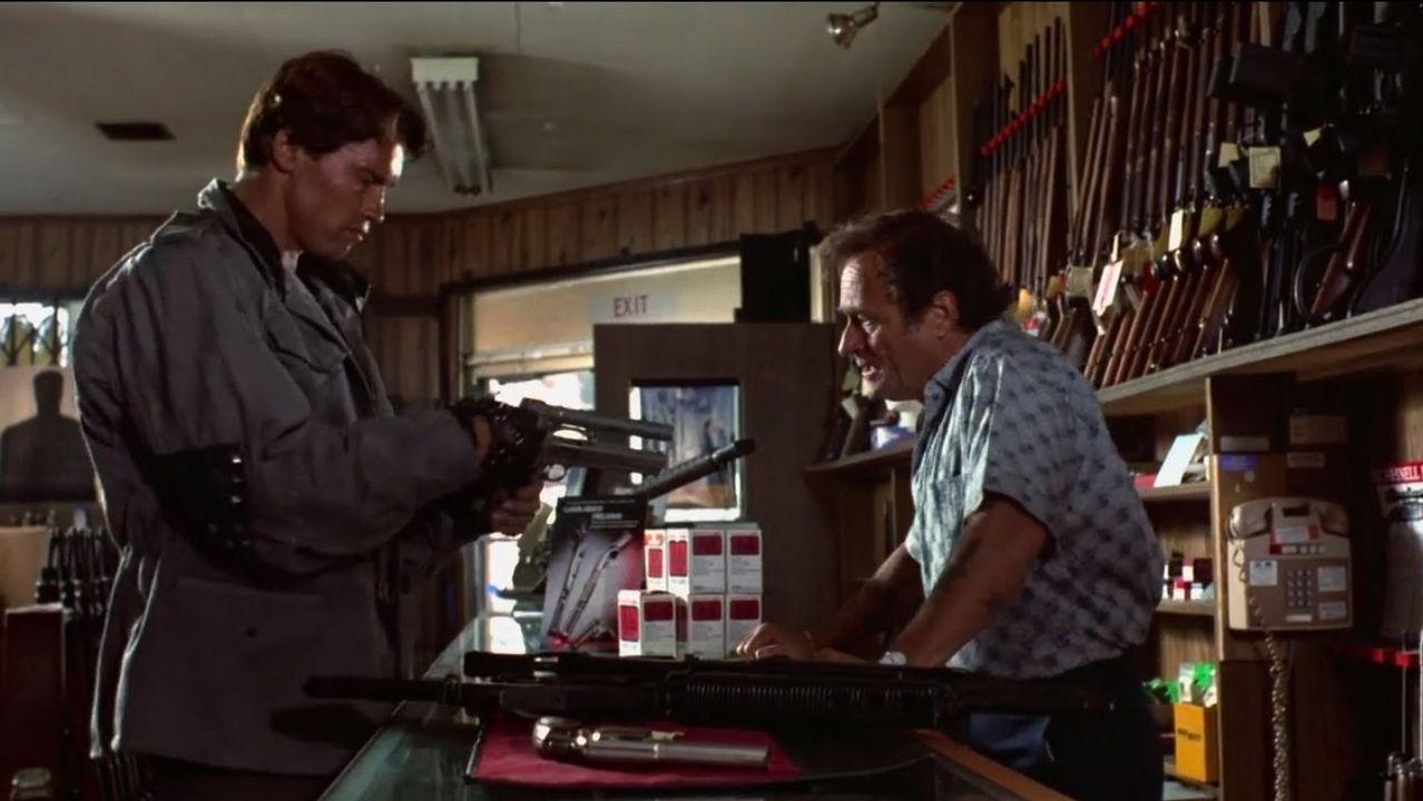 Sánchez pide un «esfuerzo extraordinario de movilización» para el 28A.Miller, a la derecha, en una escena de «Terminator»