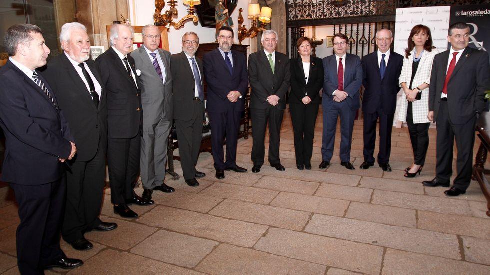 Cuatro generaciones de funcionarios.Los participantes en la nueva edición se dieron cita en el Hostal dos Reis Católicos.