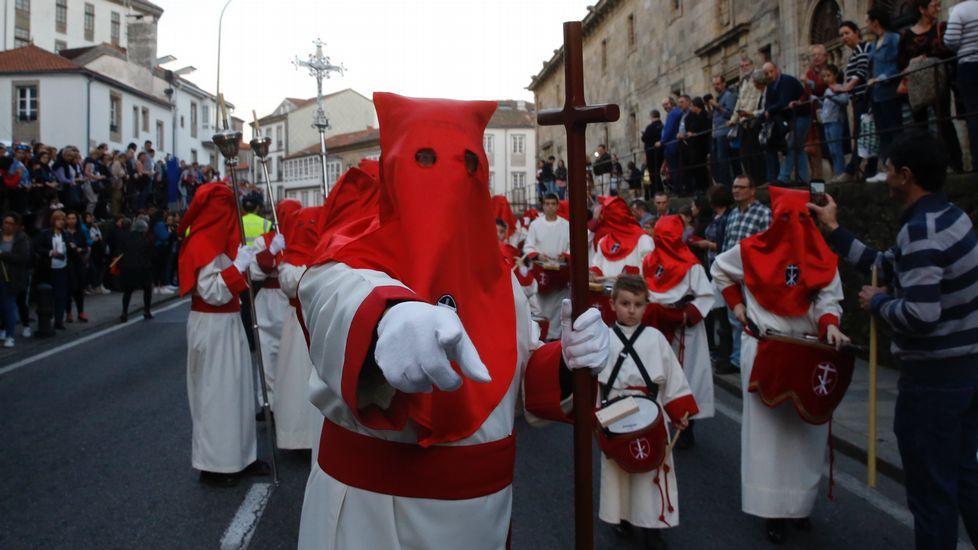 Procesión de la Cofradía del Santísimo Cristo de la Paciencia, en Santiago