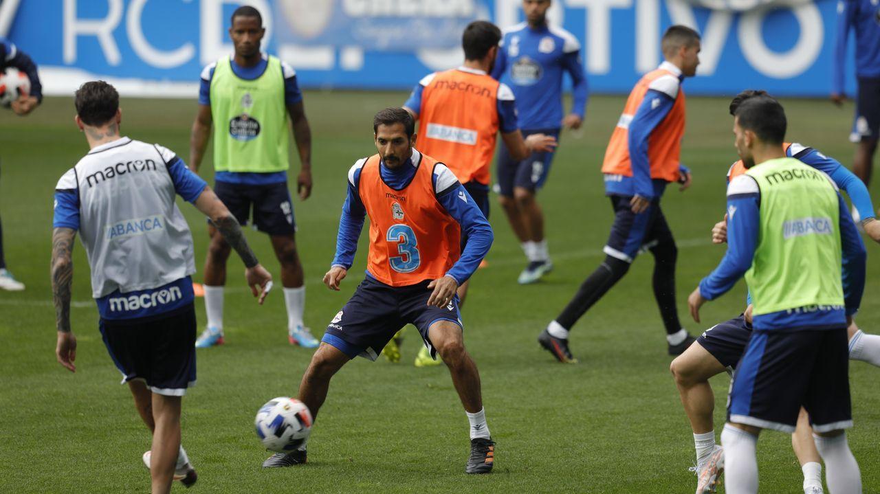 Jugadores del Deportivo, durante una sesión de trabajo en Riazor