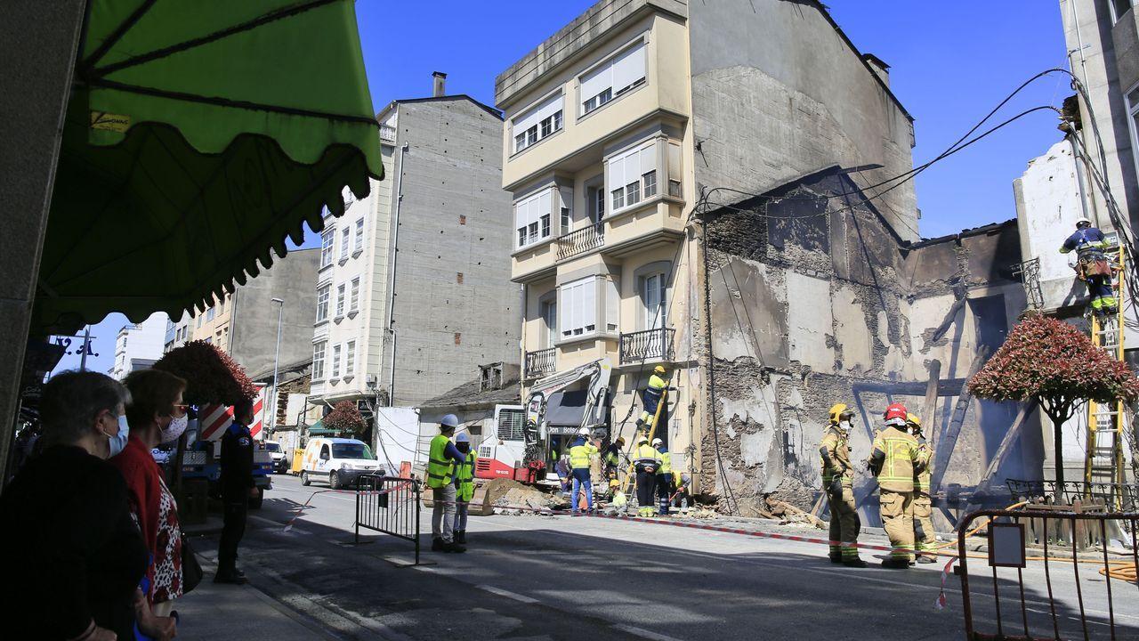 Aspecto que tenía la rúa da Pravia horas después del incendio