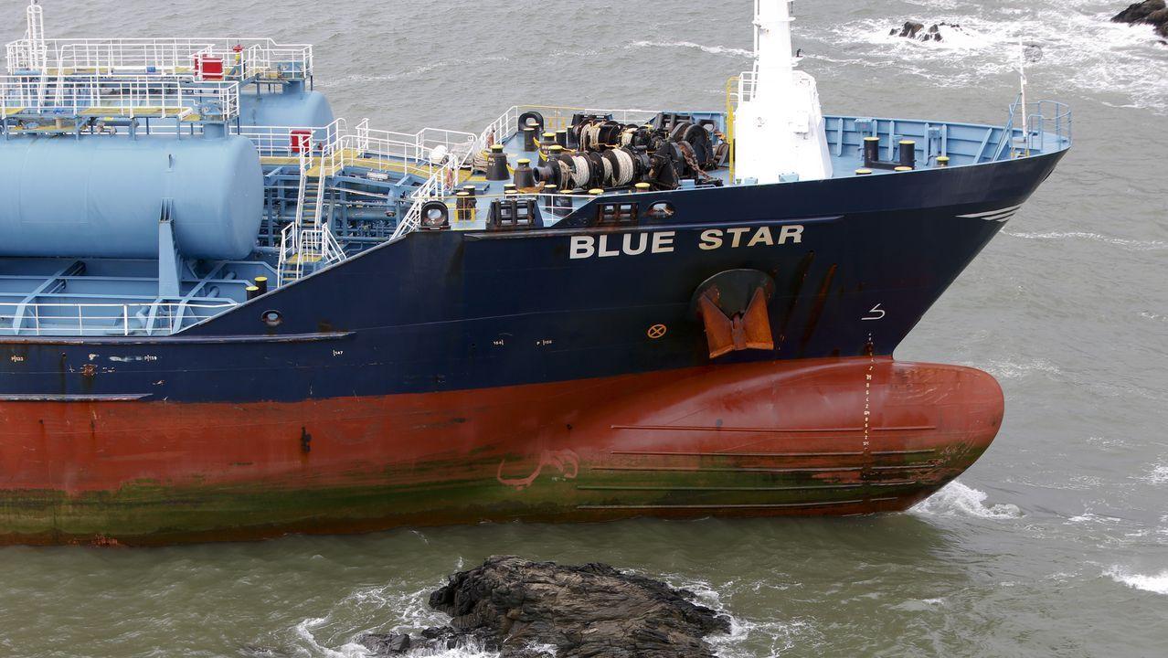 BUQUE BLUE STAR EMBARRANCADO EN LA ENTRADA DE LA RIA DE ARES