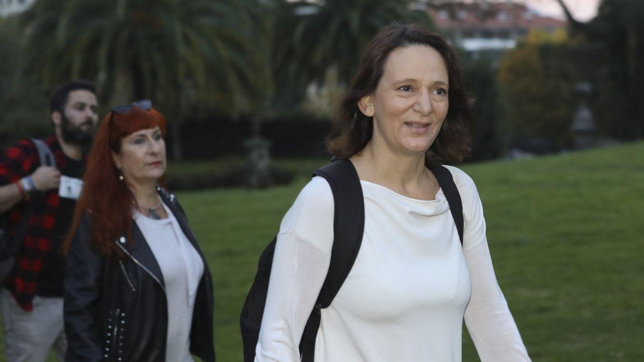 El álbum del día.Errejón, en la foto con la alcaldesa de Madrid, Manuela Carmena, es el último en dejar el equipo de profesores universitarios (Monedero, Errejón, Bescansa y Alegre) que fundaron Podemos con Pablo Iglesias.