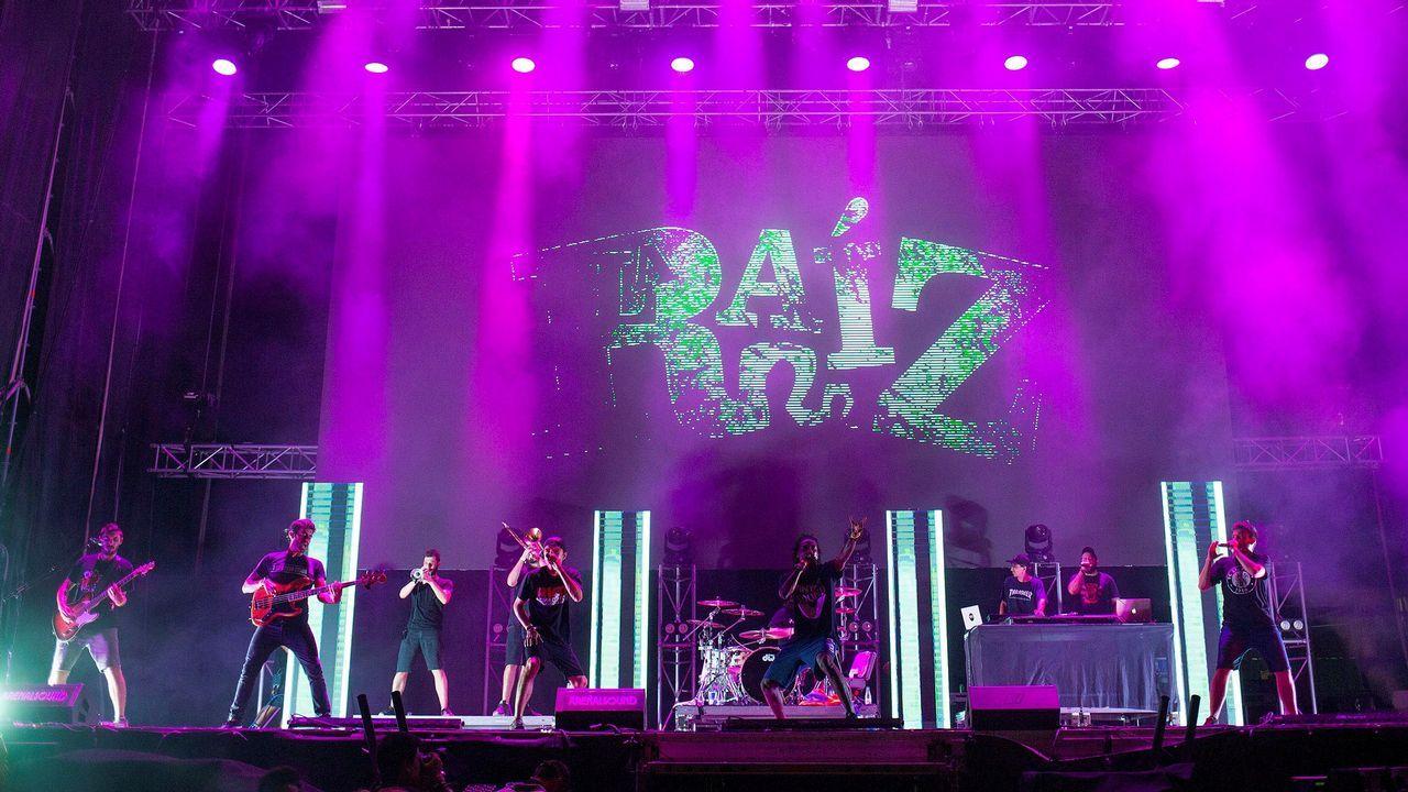 El grupo La Raiz durante su actuación en el Arenal Sound 2018