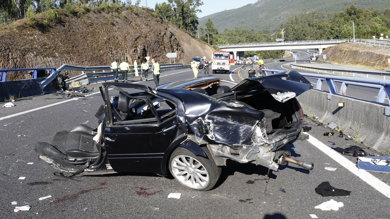 Accidente en la autovía del Barbanza.A la izquierda, Antonio García Martos, «Toninho». A la derecha, Asunción Losada Camba. Ambos integrantes de Resistencia Galega han sido detenidos. Estaban en la lista de los más buscados.