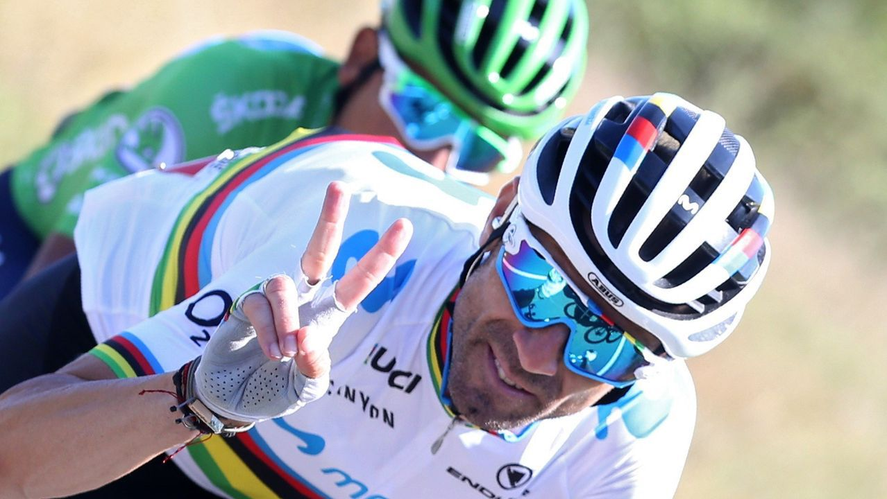 l ciclista murciano, campeón del Mundo del equipo Movistar, Alejandro Valvérde, en el pelotón ciclista durante la decimocuarta etapa de la 74th Vuelta a España 2019, con salida en la localidad cántabra de San Vicente de la Barquera y meta en Oviedo