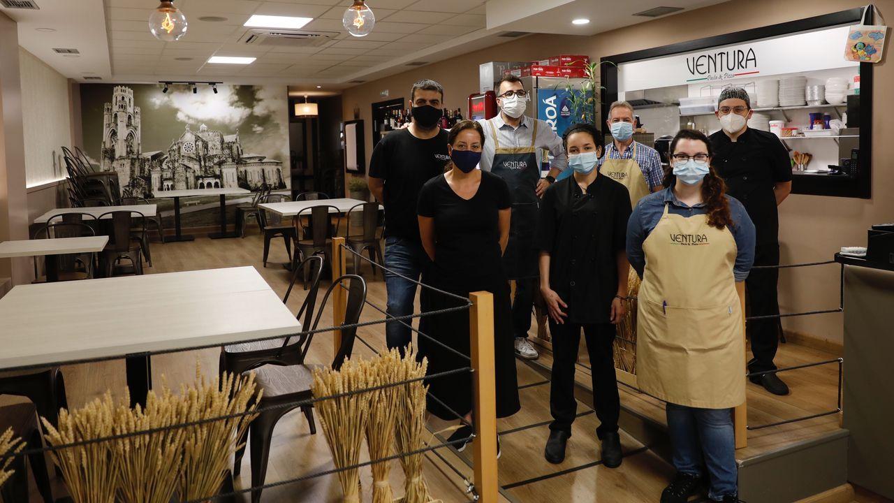 El equipo del restaurante Ventura de O Carballiño